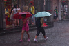 Lluvia en Pekin V – Cruce de paraguas